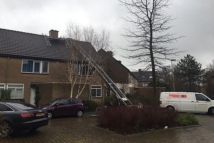 Spouwlood vervangen en schoorsteen opmetselen